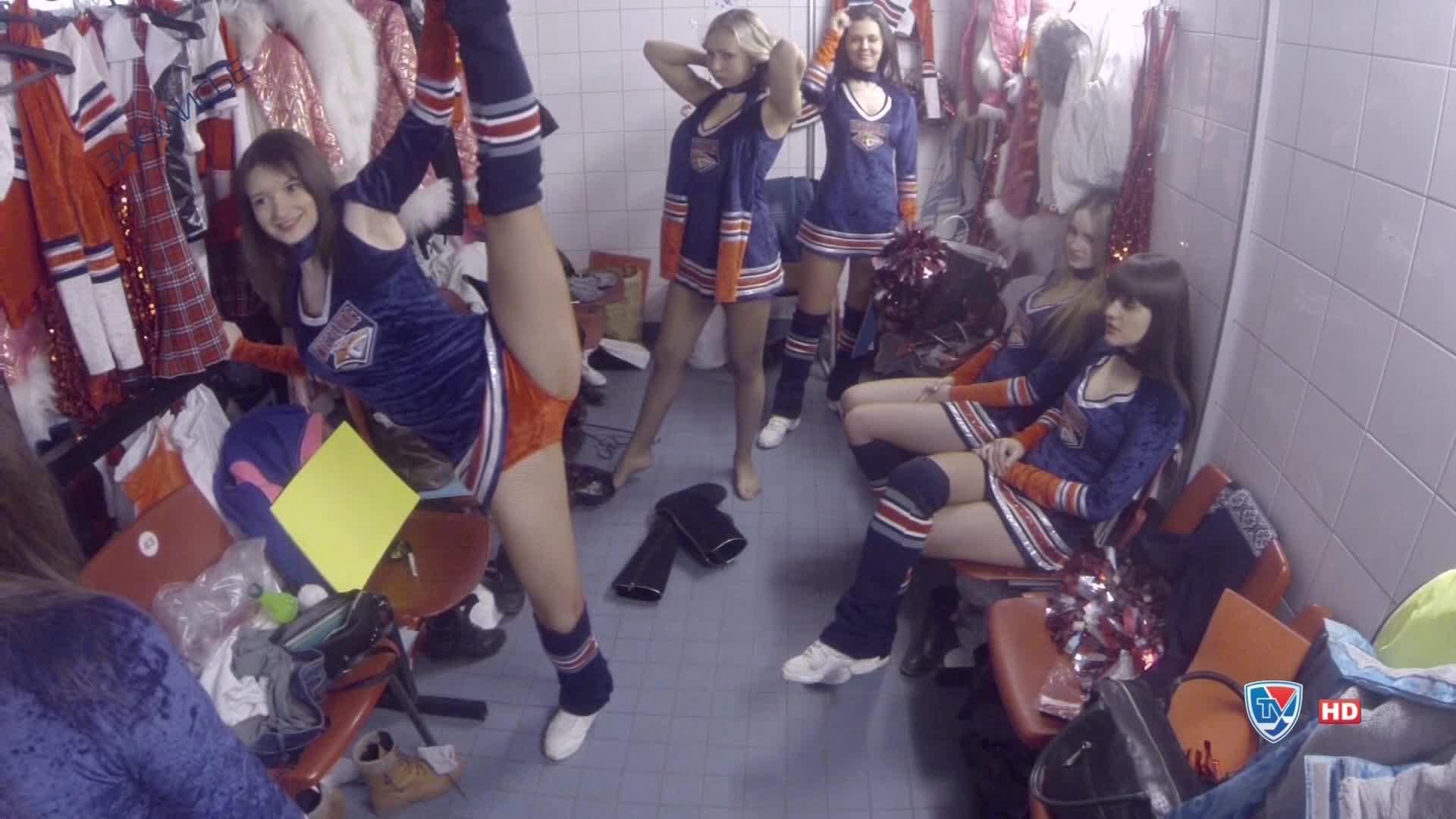 Раздевалка девочек из группы поддержки 2 фотография